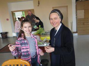12.Сестра Маркіяна і Софійка Сопіт
