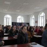 Студенти філологічного факультету дивляться фільм