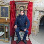 Князівський трон у крипті - музеї Острозької академії