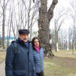 Василь Вітер та Олександра Пономаренко на території Острозької академії