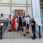 Знімальна група біля Артцентру  на Одеській кностудії