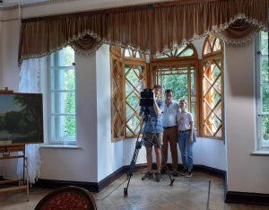 В гостьовій кіматі - знімальна група